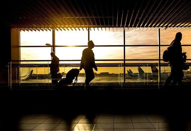 Som flypassager har du håndbagage og indtjekket bagage. Elektronik skal normalt altid være i håndbagagen.